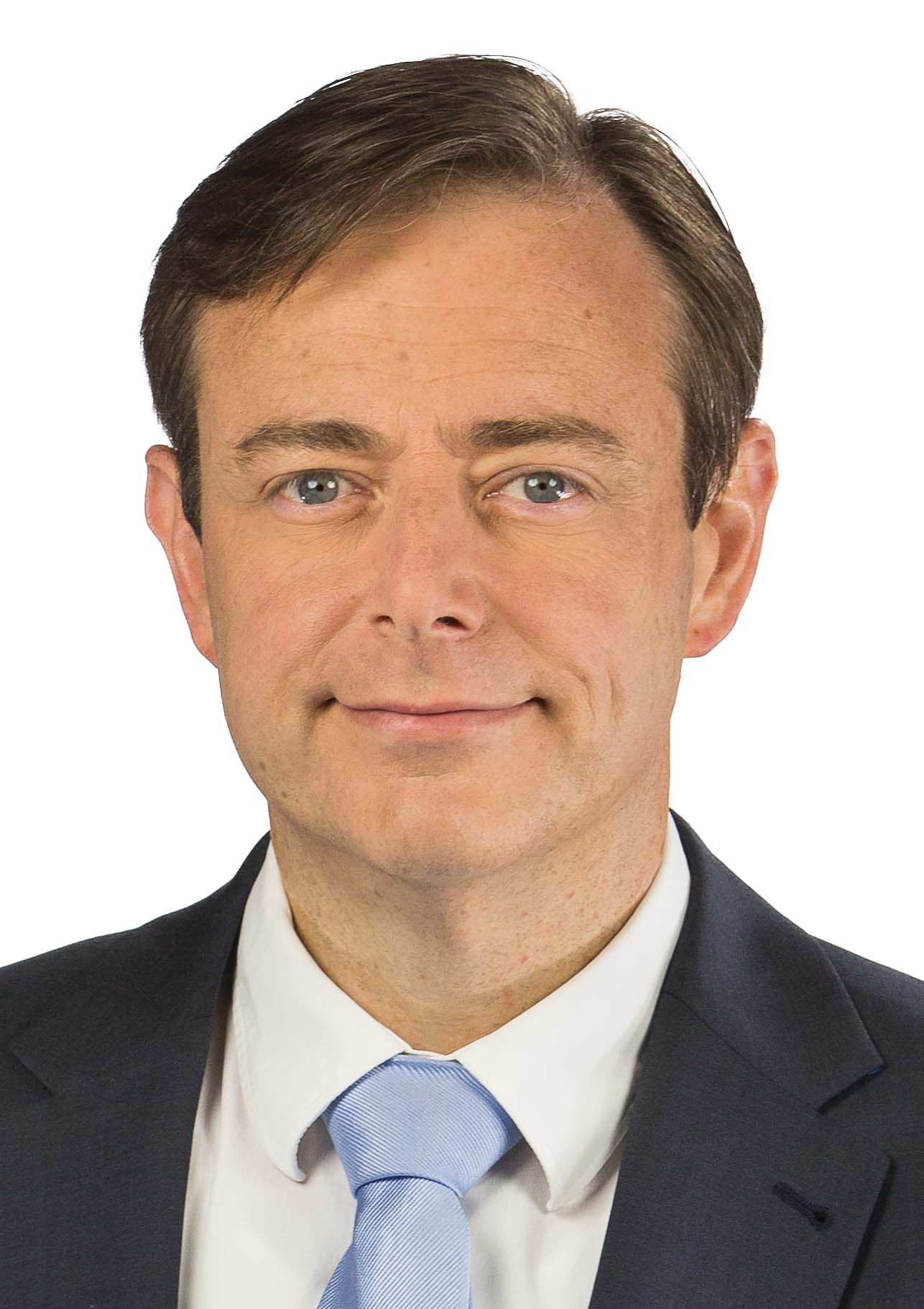 The 46-year old son of father Henri De Wever and mother(?), 179 cm tall Bart de Wever in 2017 photo
